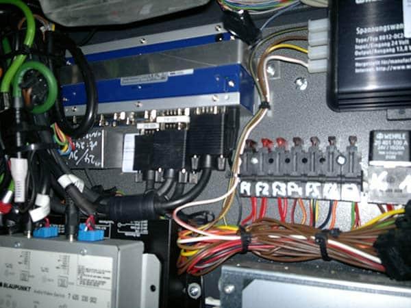 installazione-impianto-audio-video-mast-gps-auto-bus-turistici-Minibus